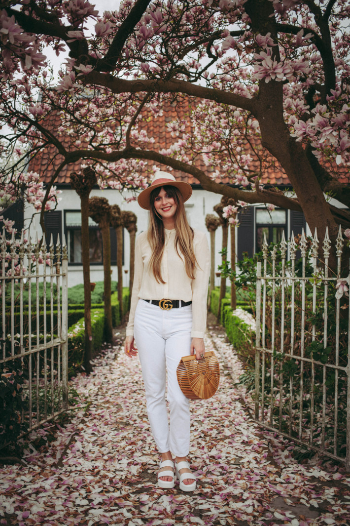 Outfit: monochrome in cream silk on white denim