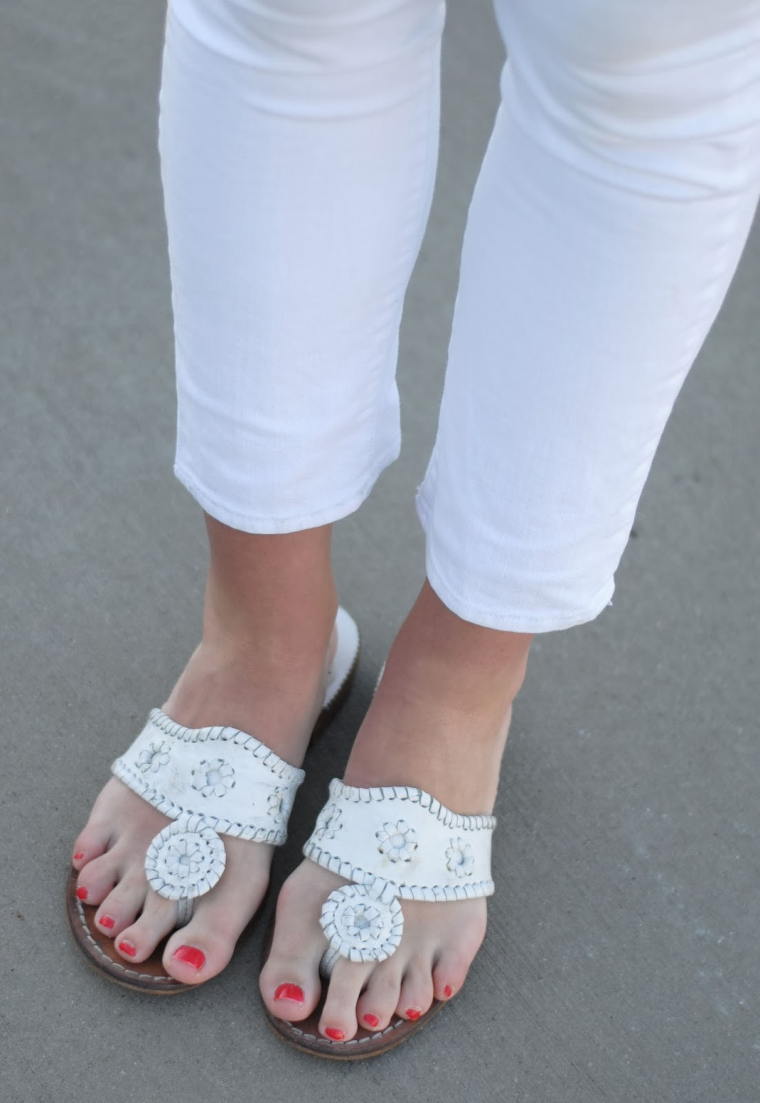 white jack rogers, white jeans, white summer jeans