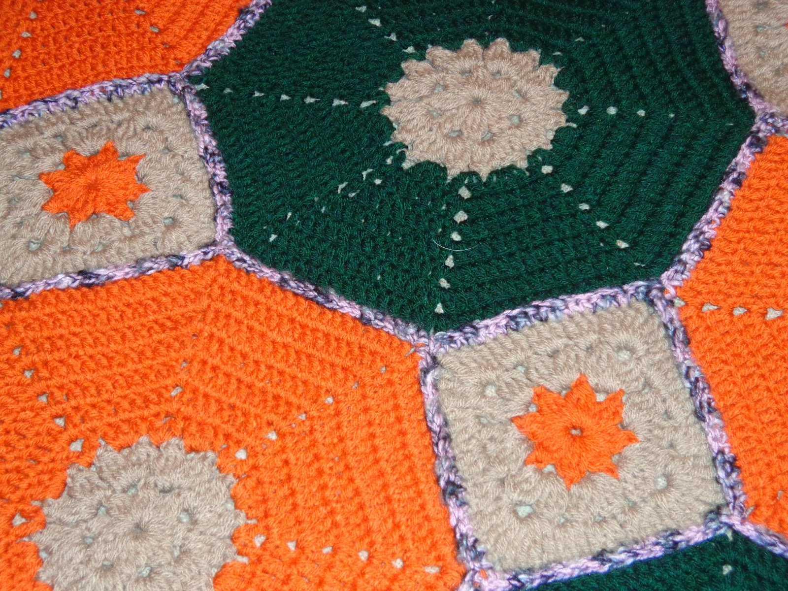 Hola a todos!! por acá otra vez con una nueva manta al crochet con forma  hexagonal y cuadrados f2c6f5e0395