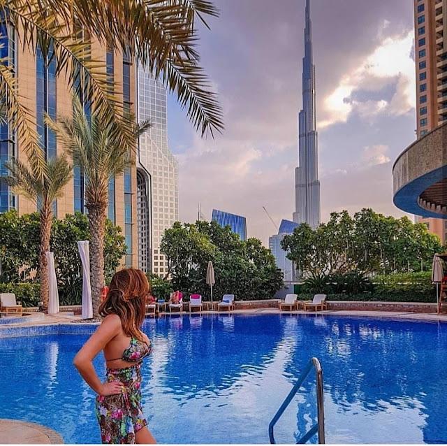 Dubai, piscina dello Shangri-la con vista sul Burj Khalifa. Alessia Siena