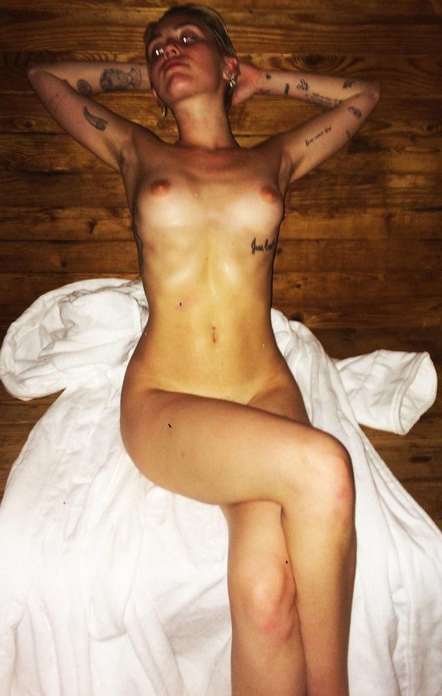 Miley Cyrus desnuda - Parejas Disparejas - Farándula Internacional