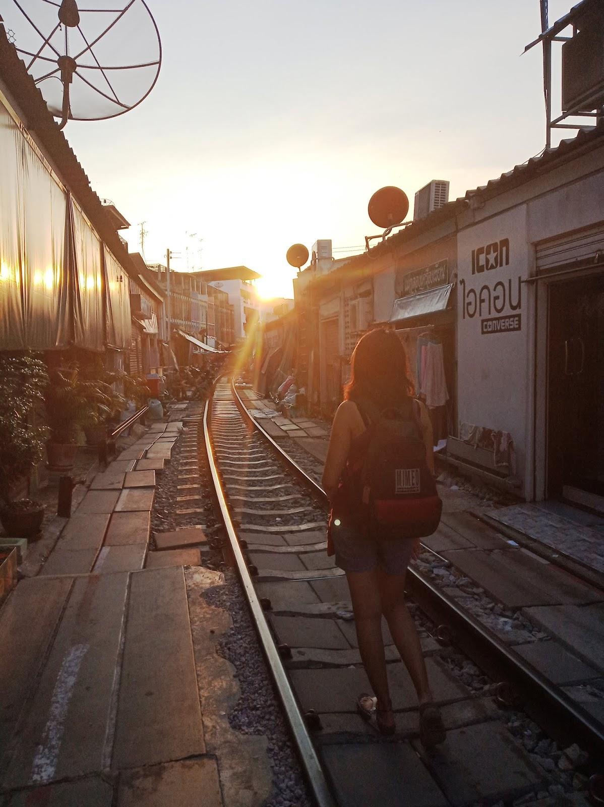 Visiting Maeklong Railway Market Thailand | Ummi Goes Where?