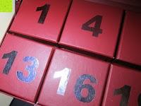 Boxen oben: Adventskalender als piratige rustikale Schatztruhe - 24 einzelnen Schatzboxen - Ideal für den Advent