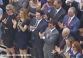 Tom Cruise y John Travolta en la iglesia de cienciología