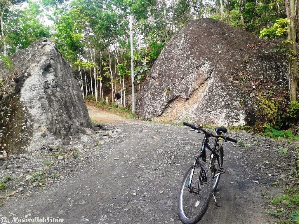 Sepanjang jalan menuju Embung Nglanggeran, Gunung Kidul