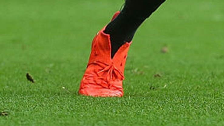 Le scarpe con calzino tagliato di Lingard