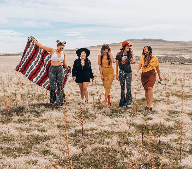 festival wear, friends at a music festival, festival outfit ideas