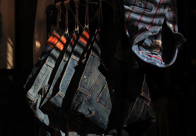 d096be9af500 Сегодня джинсы – базовый элемент гардероба. Купить штаны из денима  подходящего размера, любой модели и расцветки можно практически в каждом  уголке планеты и ...