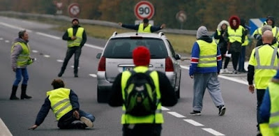 O que é o protesto dos 'coletes amarelos' na França, que reuniu 280 mil pessoas contra alta do diesel