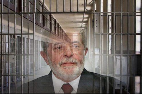 Lula deixa prisão para assistir velório do neto