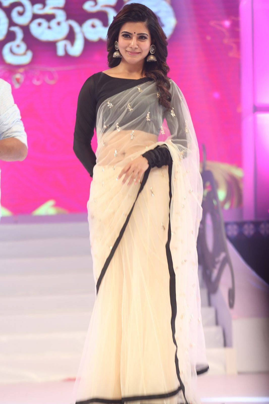 Samantha Navel Show Photos In Black Saree