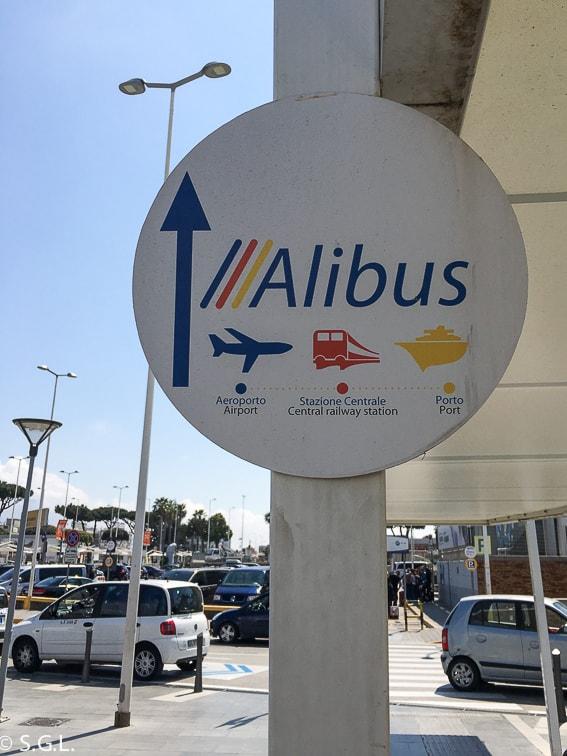 Señal de Alibus en el aeropuerto de Nápoles. Como llegar al centro