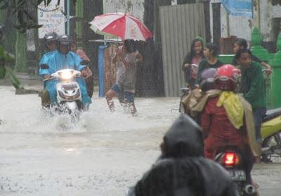 Cara Cegah Penyakit Saat  Kena Air Hujan