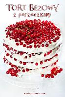 Tort bezowy z porzeczkami