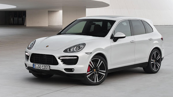 Porsche Cayenne Turbo S with 550 hp front
