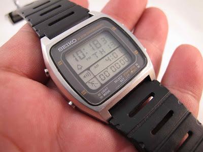 Tebal case 8 mm dan lebar lug 20 mm... Kondisi masih bagus.... Mau kembali  ke masa lampau Seiko Vintage.... pakailah Seiko Digital Alarm Chronograph  ini. 3b9ea802ae