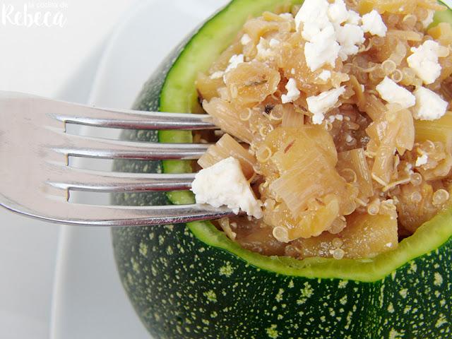 Calabacín relleno de pollo y quinoa