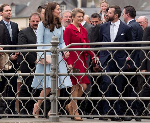 Catherine, Duchess of Cambridge poses with Grand Duke Henri, Grand Duchess Maria Teresa, Prince Guillaume, Princess Stephanie and Princess Alexandra of Luxembourg