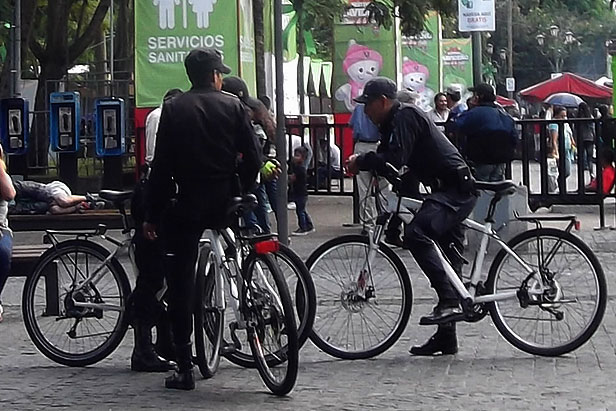 Patrullaje de policias desde bicicletas