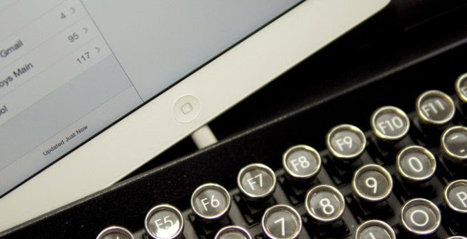 teclado usb mecánico con apariencia retro de maquina de escribir