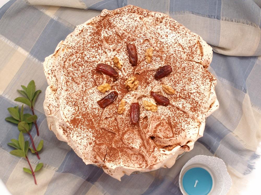 Karmelowy tort bezowy