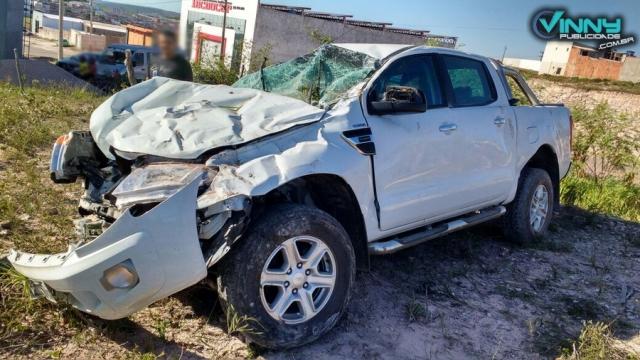 Veículo colide com poste em Barra da Estiva após animal atravessar a pista