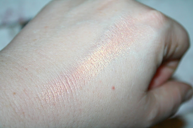Laritzy Cosmetics Utopia Swatch