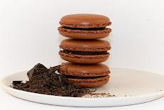 طريقة عمل حلوى الماكرون الفرنسى بالشيكولاته واللوز