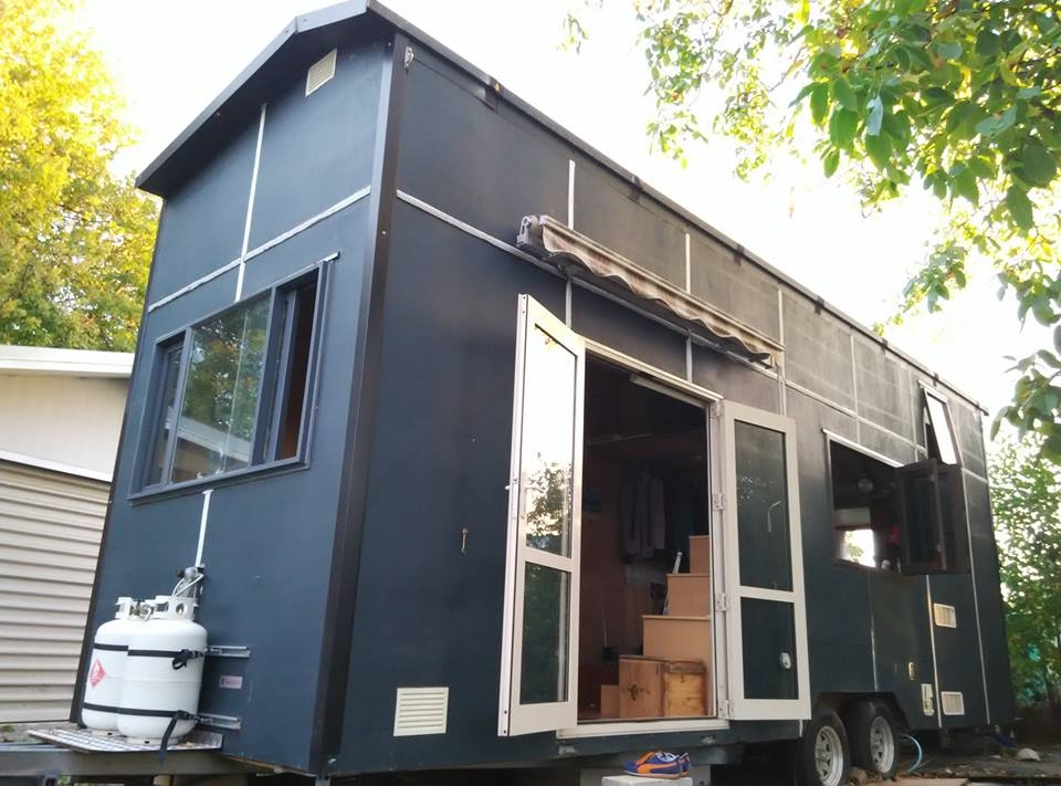 05-Stefan-Cook-Architecture-with-the-Biggish-Tiny-House-www-designstack-co
