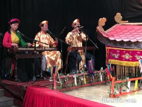 Menonton Water Puppet Theatre di Ho Chi Minh