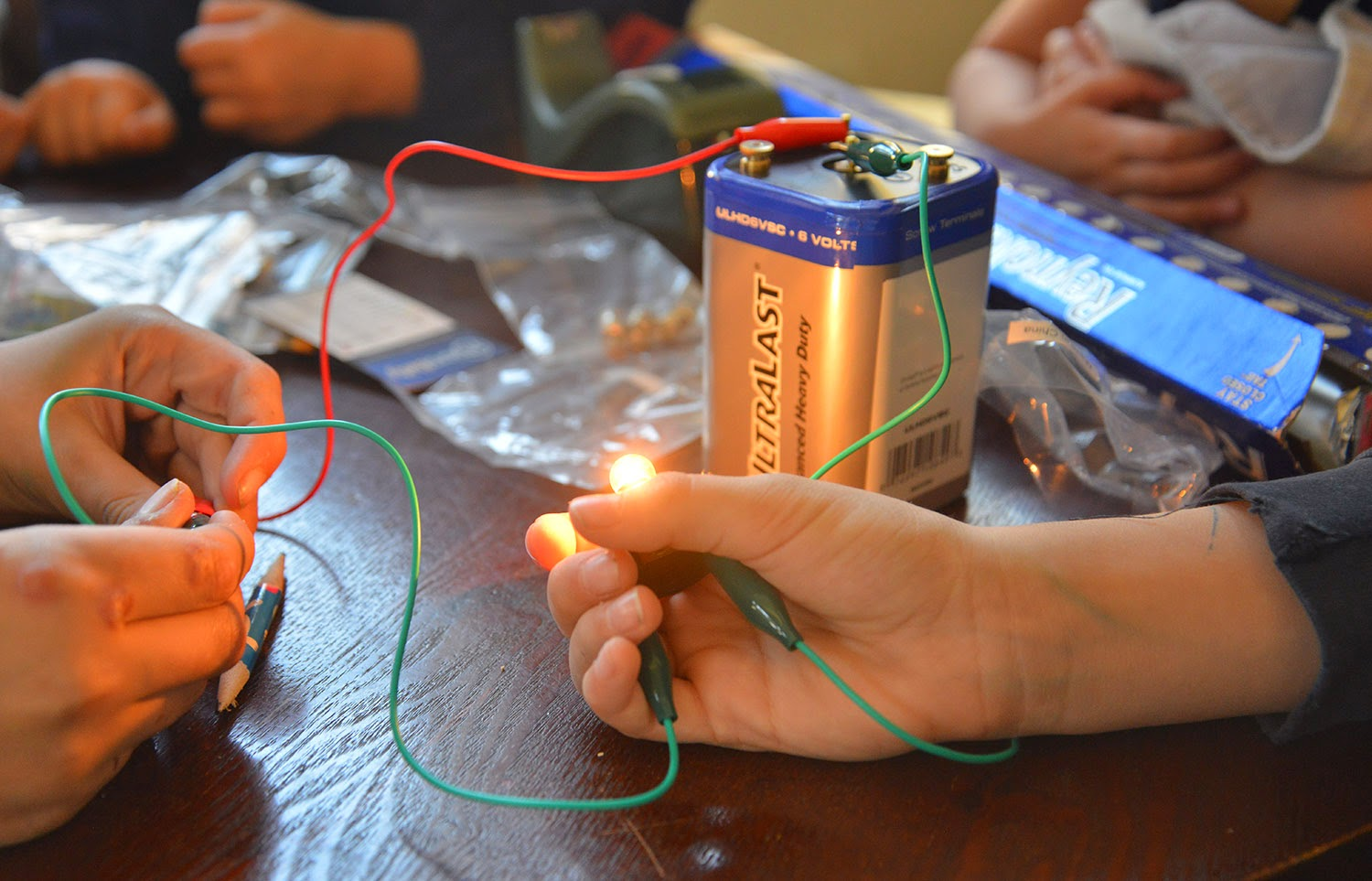 Parallel And Series Circuit With Lightbulbs Battery A School Of Fish Simple Foil Circuits Next We Set Up Batteries Bulbs Alligator Clips Tried Various Configurations Learned About