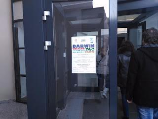 Afişul de la intrarea clădirii grădinii zoologice, care semnaliza acest eveniment, poza îmi aparţine