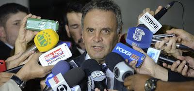 Barroso e Weber votam por bloquear R$ 1,6 mi de Aécio, mas julgamento é adiado