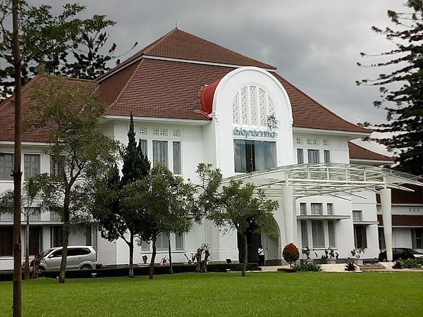 JALAN-JALAN DI MUSEUM BIO FARMA BANDUNG