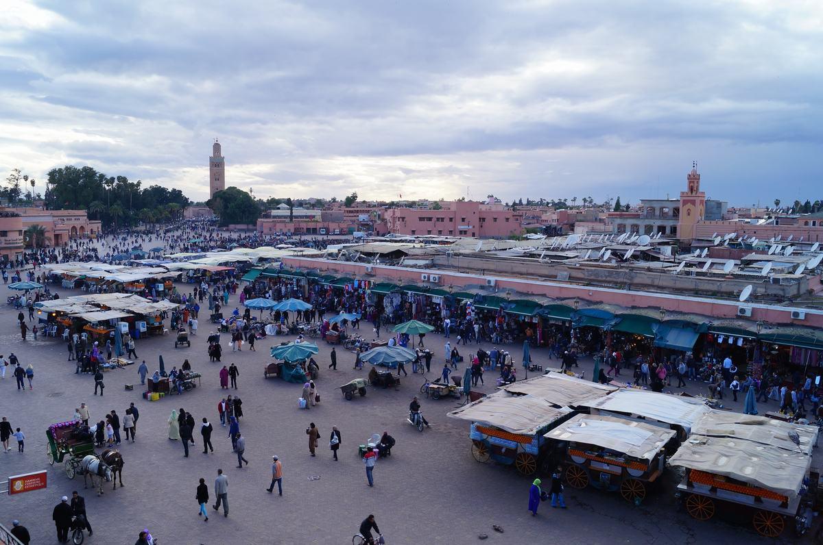 mezquita koutobia, plaza Djemaa el Fna, vistas de la plaza, Marrakech, Marruecos