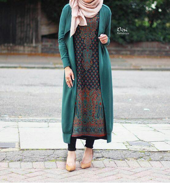 Elegant kurti n hijab.