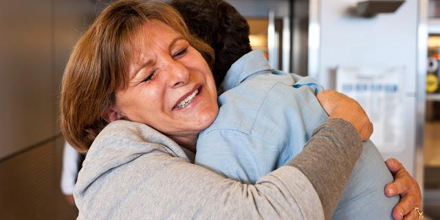 Jangan Nunggu Sukses, Hal Ini Bisa Dilakukan untuk Membahagiakan Orang Tua Meskipun Sederhana