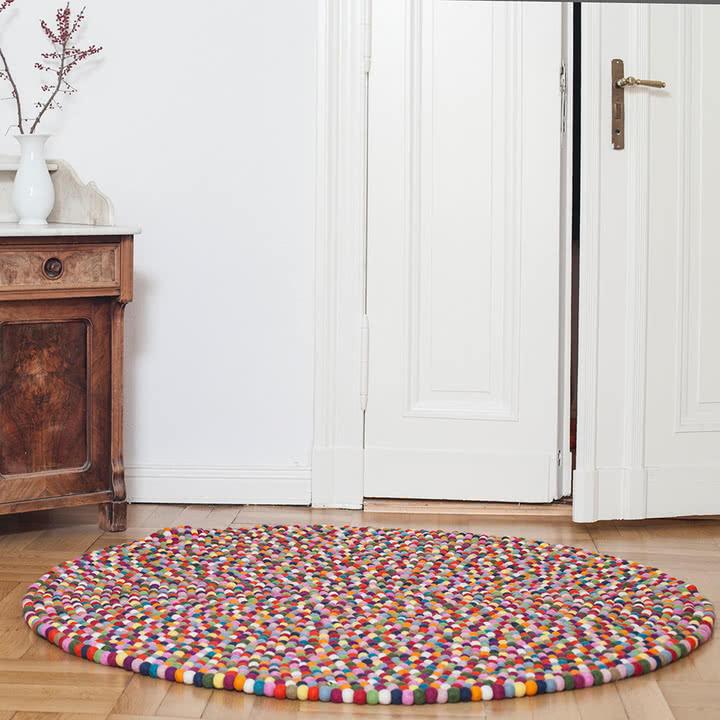 Okrągły kolorowy dywan