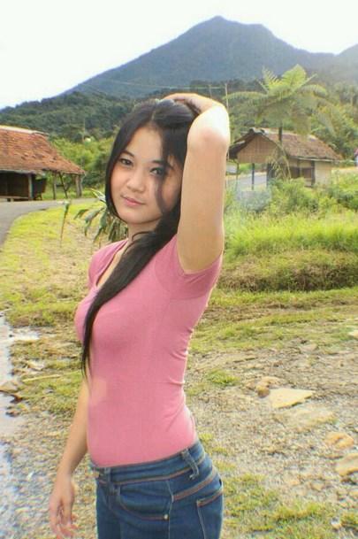 Foto foto Cewek Igo Cantik Pakai Pink Dengan Latihan Mengecilkan Paha Mulus cantik kembang desa