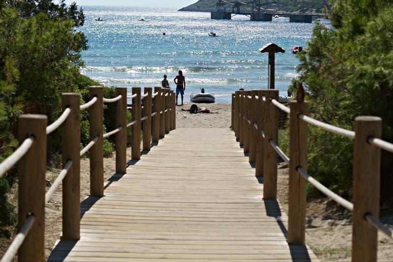 Blog + Fotografie by it's me! - Ses Salines, Ibiza - Holzweg zum Strand