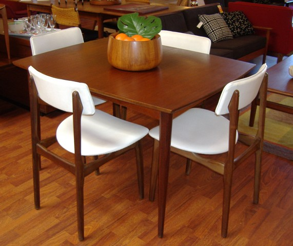 Meja makan kayu jati minimalis 4 kursi