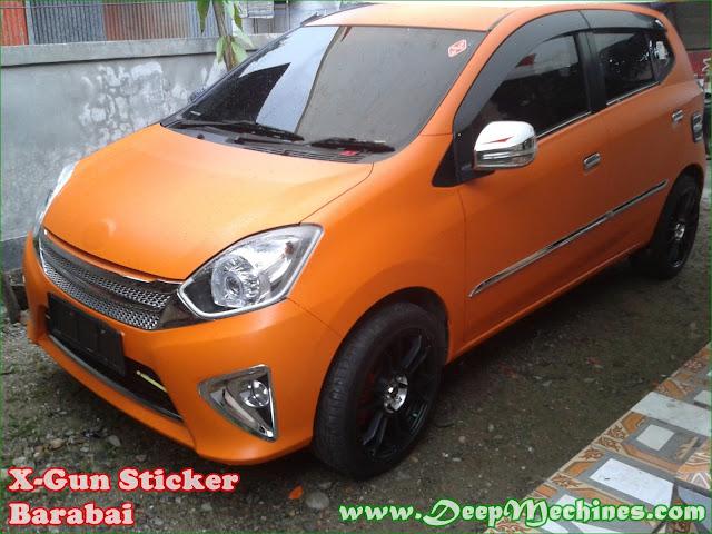 X-Gun Sticker Barabai Penyelesaian Akhir Pemasangan Sticker Digital Printing pada Mobil Toyota Agya
