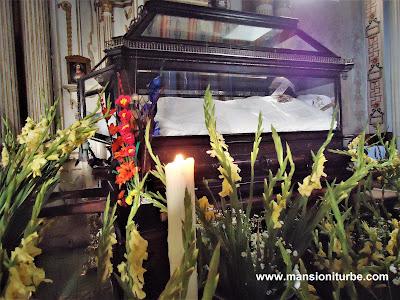 """Sculpture of """"El Santo Entierro""""made of Sugarcane-pulp at Temple of Solitude in Tzintzuntzan"""