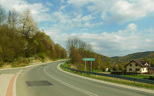 Droga wojewódzka nr 892 w miejscu odejścia szosy do Starej Rzepedzi (Rzepedź Wieś).
