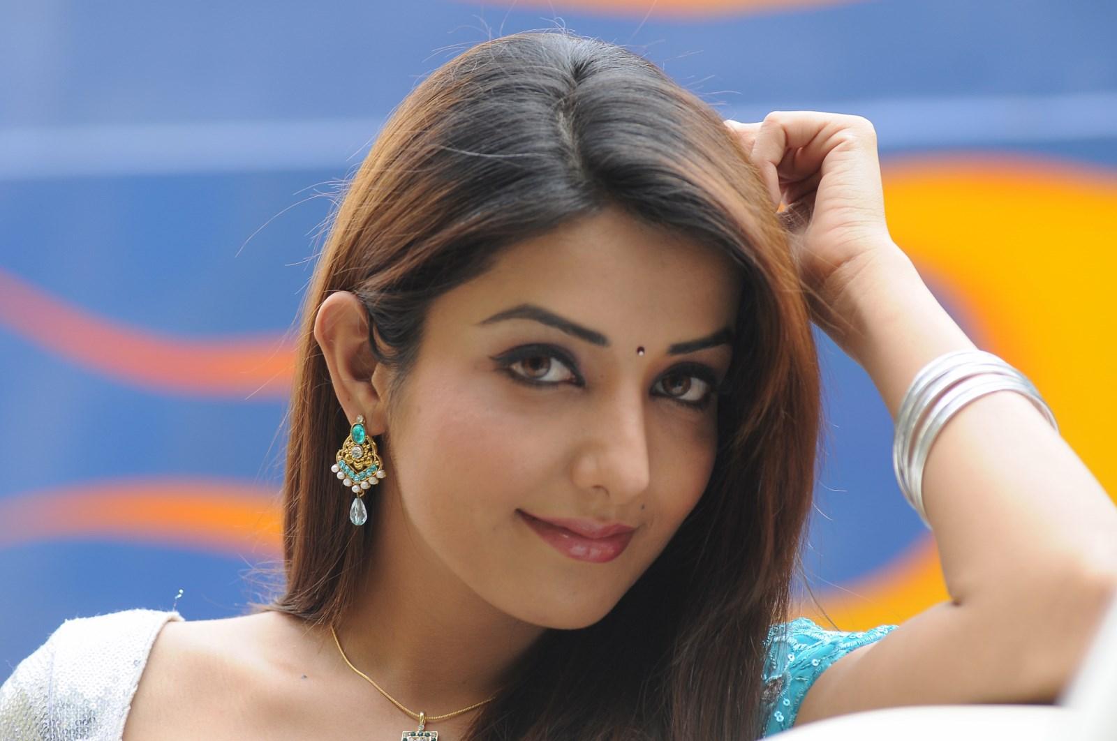 Sonia Mann Hot Pics in Beautiful Saree - CAP