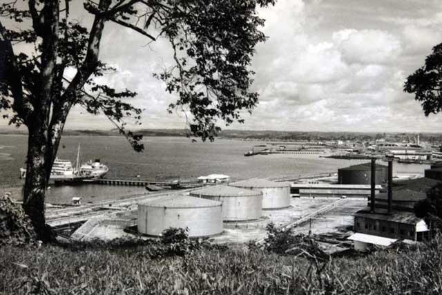 Balikpapan Oil refinery, captured on 23 January 1942 worldwartwo.filminspector.com