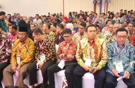 Berhasil Membina Kabupaten Kota Peduli HAM, Gubernur Irwan Dianugerahi Penghargaan