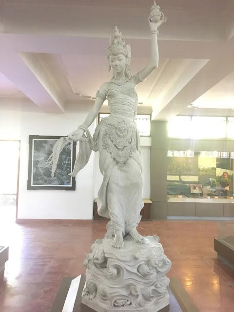 稲の神様の石像