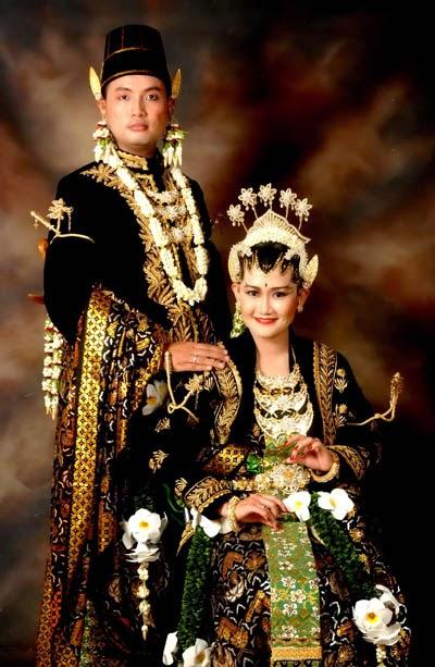 Pernikahan Adat Jawa Selly Dan Adit Di Yogyakarta: Hai: Pakaian Adat Tradisional
