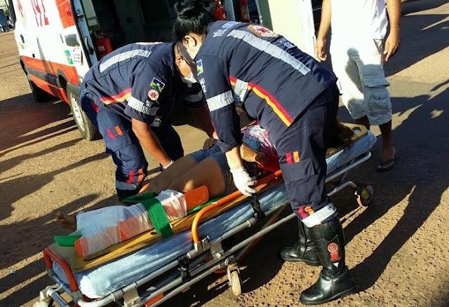 Motociclista sofre fratura no pé esquerdo, após colisão com veículo Pálio